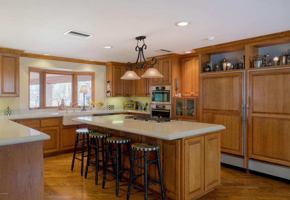 333 W Berridge Ln - Kitchen