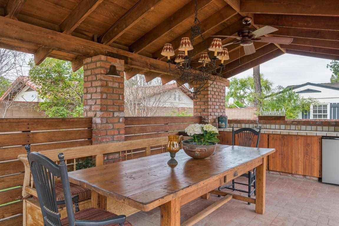 333 W Berridge Ln - Outdoor Dining