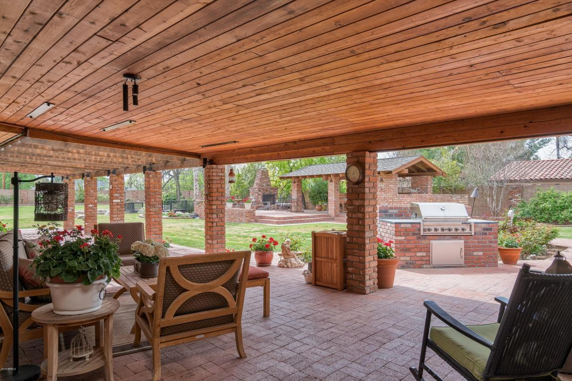 333 W Berridge Ln - Patio